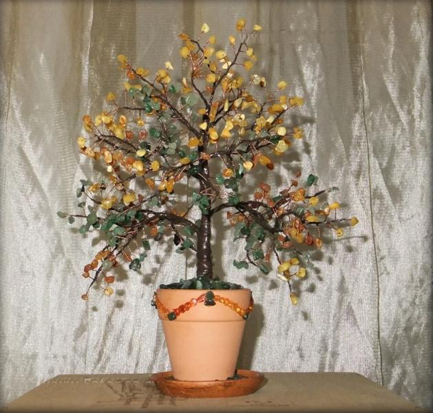 Дерево счастья из нефрита и янтаря