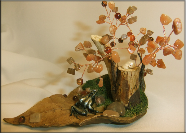 Дерево счастья из натуральных камней.
